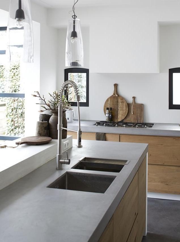 Cocina de madera y gris